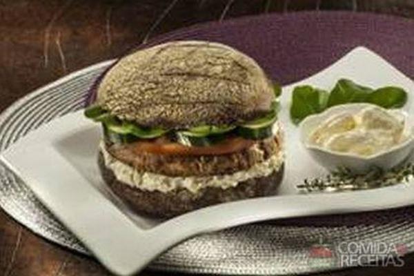 Receita de Sanduíche de hambúrguer de salmão - Comida e Receitas