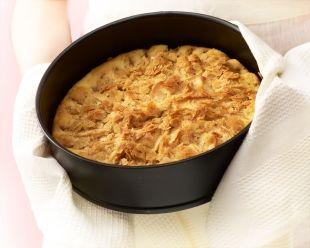 1 ps Farina Piirakkapohjaseosta (400 g) 2 kananmunaa 2 dl juoksevaa margariinia 0,5 dl vettä 2 isoa omenaa siivutettuna  Täyte: 100 g marg...