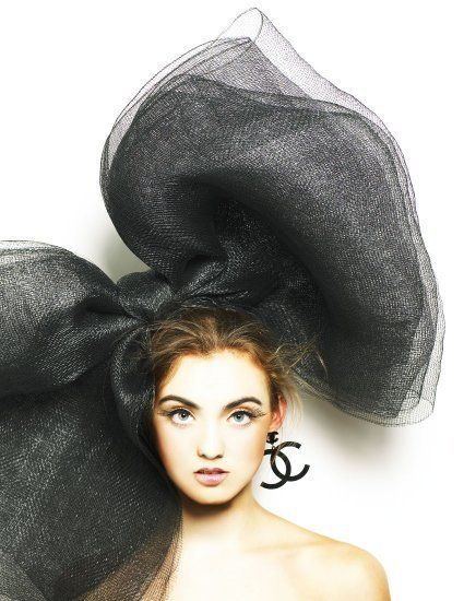 big bow!Hairbows, Hats, Chanel Couture, Chanel Earrings, Fashion Models, Beautiful, Hair Bows, Big Bows, Black