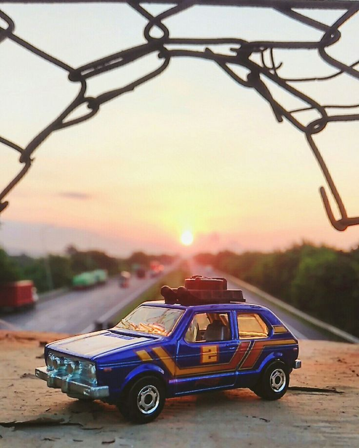 Hibur dirimu dengan bepergian, make your self busy then you'll find your happyness  Casting : vw  Brand : hotwheels Lokasi : flyover tol cirebon photo diambil menggunakan hp lenovo a6010 Edit : snapseed