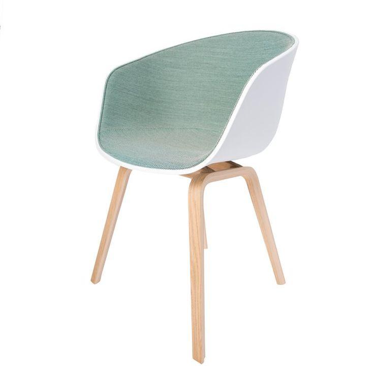 Een ware celebrity onder de designstoelen. De Hay About a Chair AAC22 is één van de pronkstukken van designer Hee Welling.  Comfortabel, stijlvol en toch eenvoudig! Dat is Scandinavisch design. En als bonus: hij zit ook nog eens superlekker!