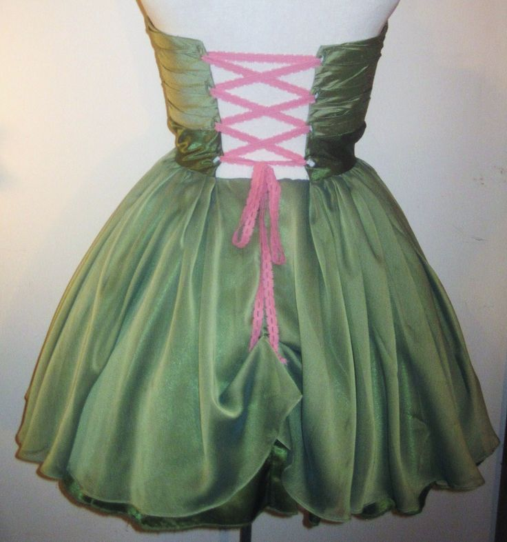 Back of refashioned green dress.  Lacing is vintage pink lace.  Skirt is zippered.