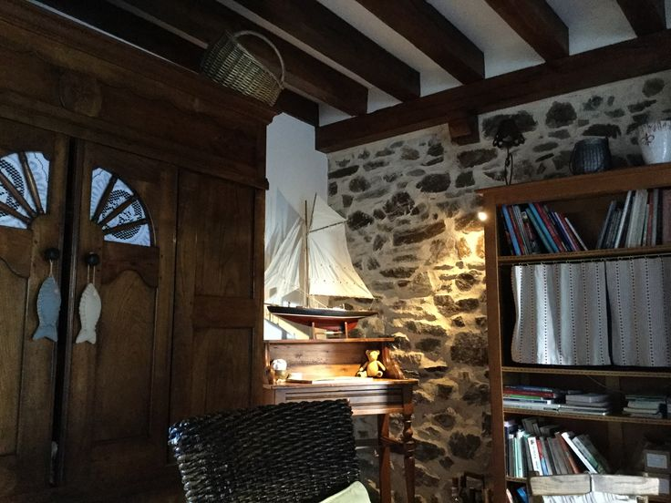 Intérieur cosy dans une grange bretonne