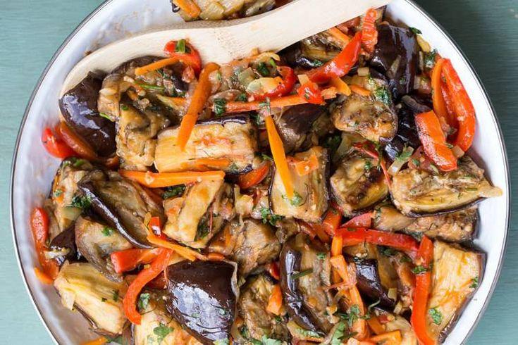 Очень Вкусный салат из баклажанов и овощей.  #салаты #рецепты #баклажаны