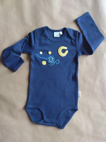 Das perfekte Geschenk für ein neues Baby das seinen Eltern sicher die Sterne vom Himmel holen wird.  Dieser Babybody ist mein Beitrag zur Aktion ...