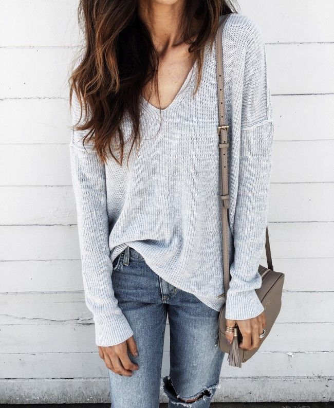 Simple and neutral outfit idea - easy women's fashion - casual outfit  inspiration