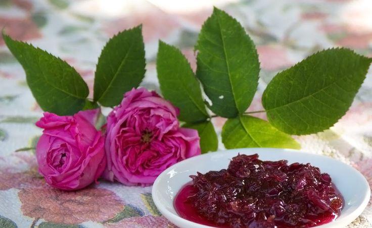 Saptamana trecuta, in timp ce ne pregateam pentru scurta vacanta de Rusalii, am primit o punguta cu petale de trandafir de dulceata. Mi-ar f...