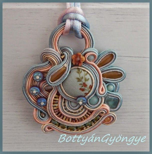 Kék romantika - aszimmetrikus sujtás nyaklánc / medál / Blue Romance - asymmetric soutache necklace / pendant