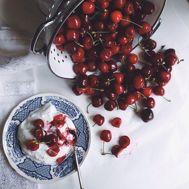 Greek yogurt with fresh royal cherries !