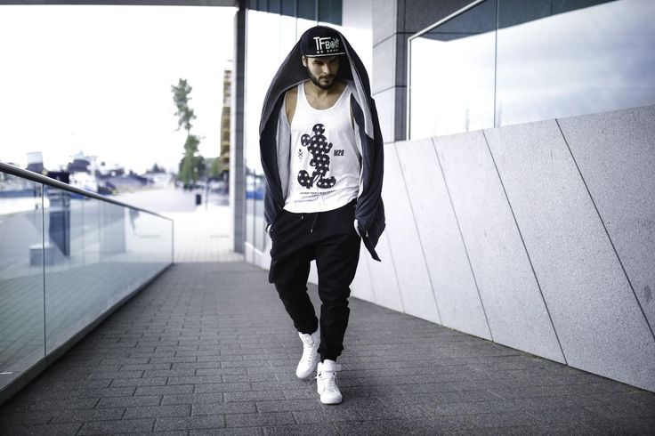 Sporty and casual styling from Bolf in subtle colours. Joggers are matched with a printed tank top, an amazing oversize hoodie and complemented by accessories - a cap and trendy sneakers.