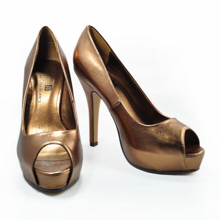 ¡Los zapatos de color para novias son lo más #trend este año ! ¿Ya elegiste los tuyos? ¡Te invitamos a La Casa Blanca a ver los que más te gusten!  #tocados #bisuteria #collares, #moda #tendencia #madrina #novias #wedding #love #marriage #LCB #gala #princesa #princess #dress #Vsco #Vscocam #HappyDay #Eldíamásimportante #AmorEterno