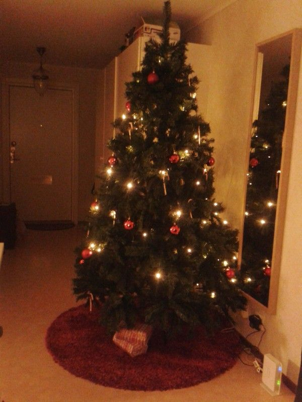 Our old apartment #christmastree #polka