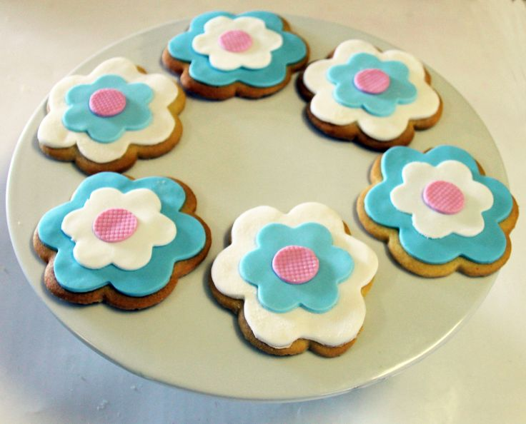 Flower Cookies Like us at www.facebook.com/melianndesigns