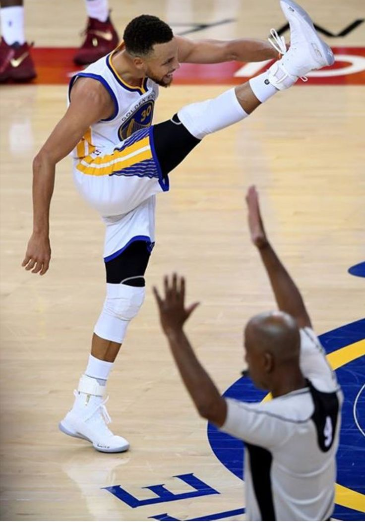 Steph Gonna Steph, Game 1, NBA Finals 2017. My favorite part. XD