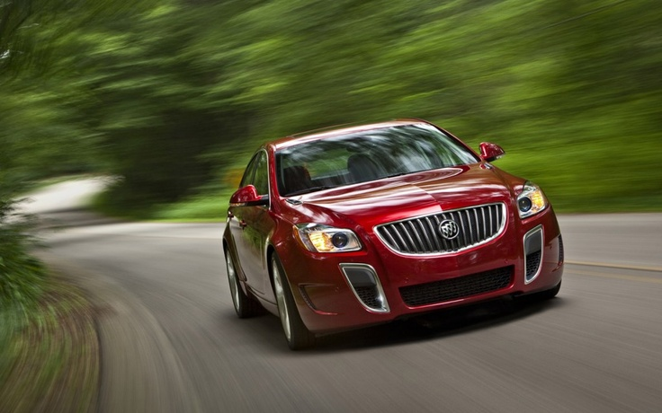 2013 Buick Regal notwithstanding stand as a top contender in the midsize sedan lineup, the 2013 Buick Regal still respected on its long list features.  That was said by reviewers in order to recommend for car shoppers