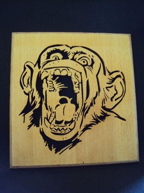 Représentation d'une tête de singe en dentelle sur bois : Décorations murales par millerun