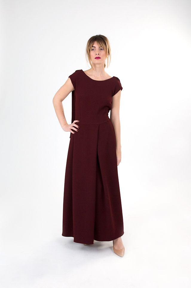 Dark red linen backless dress.