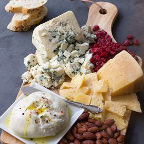 A cheese board or course is a delightful, satisfying addition to any meal. A typical cheese course contains just a few ounces of cheese per person, accompanied by another food- thin slices of handmade bread or artisan crackers.