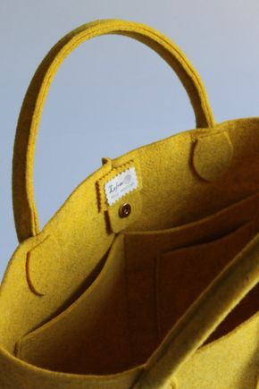 Borsa in feltro giallo mélange elegante e casual Made in
