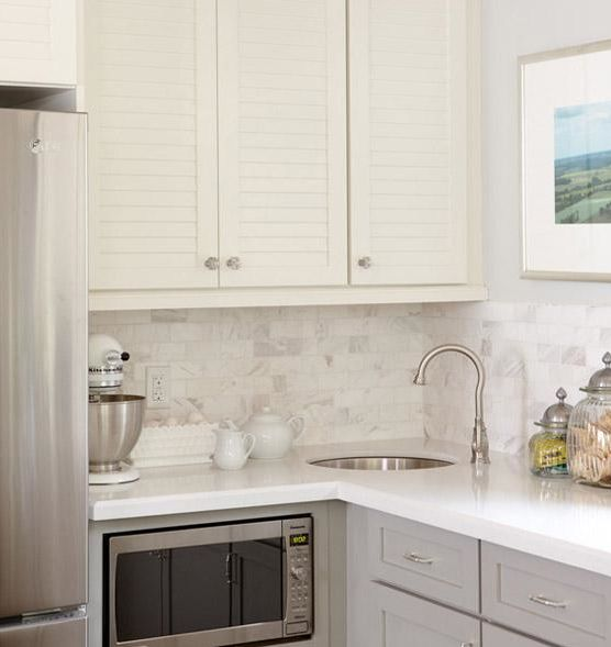 Sarah Richardson Grey Kitchen: Stunning Kitchen With Creamy White Upper Cabinets Accented With Louvered Doors And Gray Lower