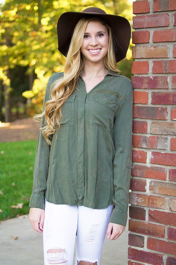 We've said it before and we will say it again, army green is such a classic fall color. It compliments just about any skin tone perfectly. This button down beauty by Sweet Wanderer has a two front poc