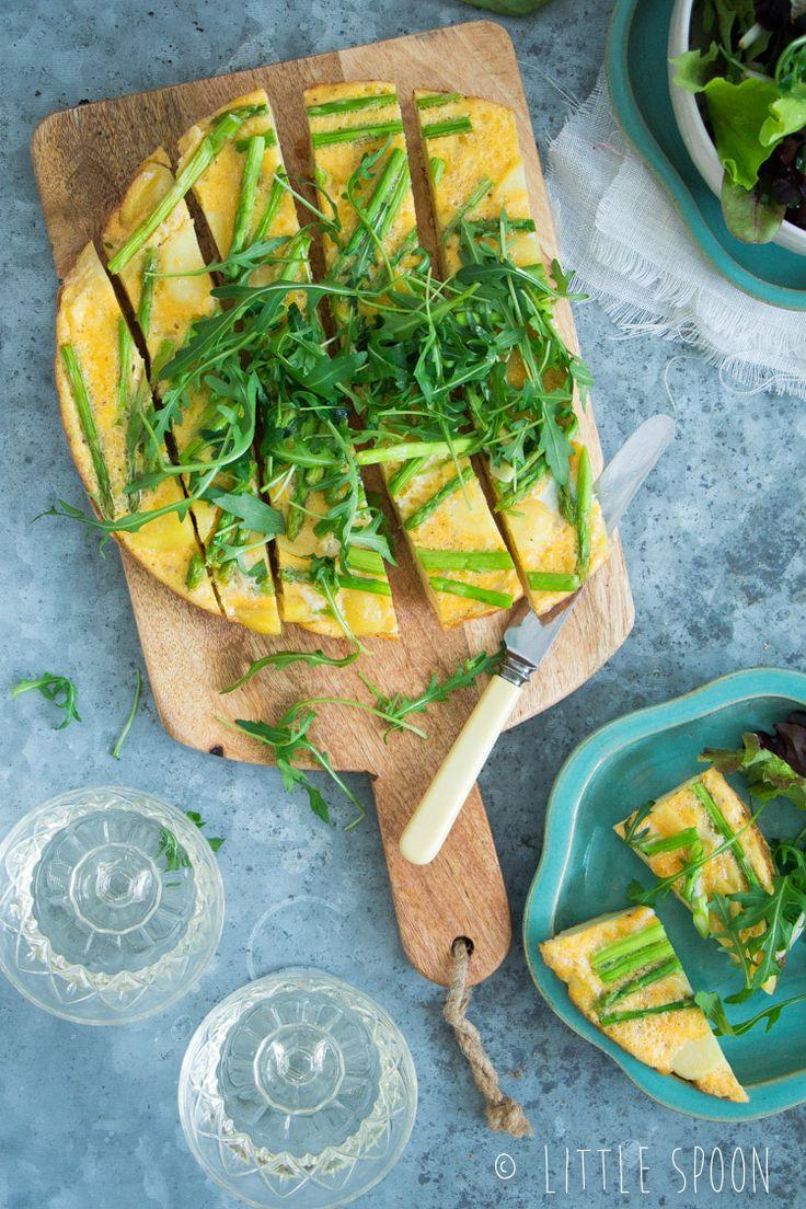 Frisse Frittata Met Citroen Groene Aspergetips Aardappel En Kruiden Salade
