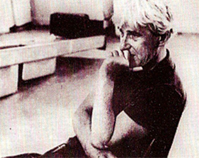 """""""Willem de Kooning: The Painter"""". Regista: Paul Falkenberg e Hans Namuth. Artista: Willem de Kooning (Stati Uniti, 1964, 13'). Girato alla metà degli anni Sessanta, il film segue De Kooning al lavoro tra New York ed East Hampton durante un periodo di due anni. L'artista racconta, mentre dipinge, la sfida insita in ogni nuovo progetto, e il suo commento si unisce all'azione del pennello. [ #WillemdeKooning #espressionismoastratto #arte #art ]"""
