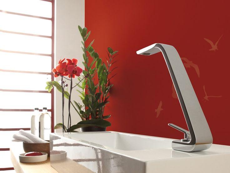 Ci affacciamo al mondo del #bagno con questo articolo di #Houzz che propone ben 26 #rubinetti, dal #design classico o moderno, per dare un tocco originale alla stanza da #bagno→http://bit.ly/2lL4x9Q  Come il miscelatore di #Webert dalla linea #Wolo, che sintetizza in ogni suo elemento l'armonia, l'essenzialità, l'eleganza di un design slanciato e sottile.