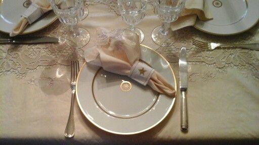 Νομίζω το ωραιότερο τραπέζι που έχω στρώσει...