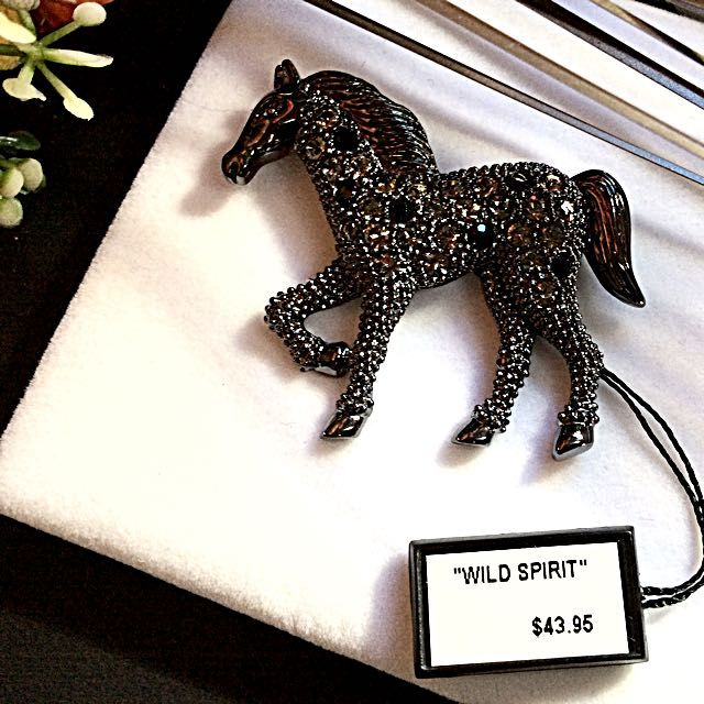 🐴NWT 100% GENUINE  MARQUISE HORSE PIN/BROOCH🐴 on Carousell