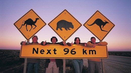 Weird road sign in Australia - Watch out for kangaroos! Et veiskilt utenom det vanlige - KILROY