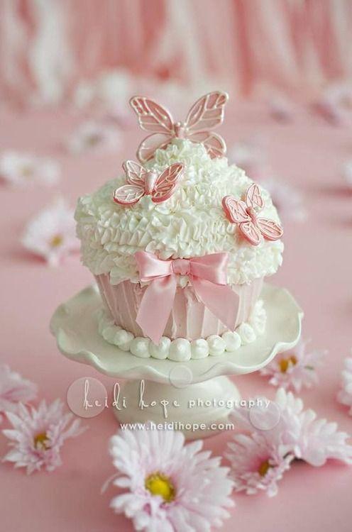 Soooo pretty! Butterfly Cupcake