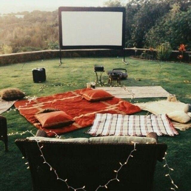 Uma noite estrelada. Eu & você. Cinema ao ar livre! ♡♡♡