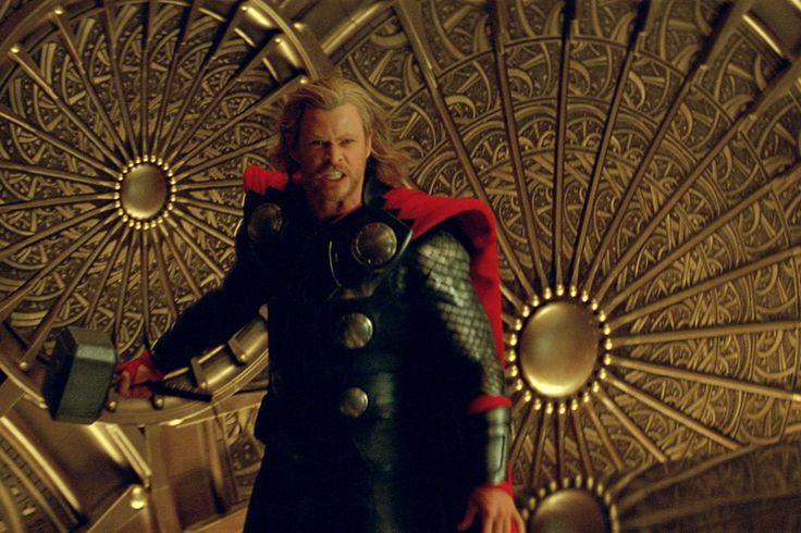 Mamy czwartek, Thursday, Thor's Day, Dzień Thora, zatrzymajmy się więc może nachwilę przy tejpostaci. Filmy napodstawie komiksów Marvela dzielą się zgrubsza nate słabsze, te całkiem nie najgorsze iIron Mana. Thor natym wymiarze zajmuje pozycję dość przyzwoitą – gdzieś pomiędzy nie najgorszymi aIron Manem, doktórego wciąż mu jednak jeszcze daleko. Jest topozycja właściwie odrobinę zaskakująca, jeśli …