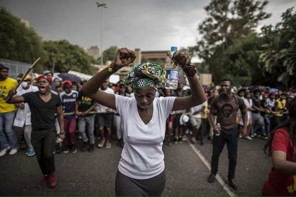 (20) News about feesmustfall on Twitter