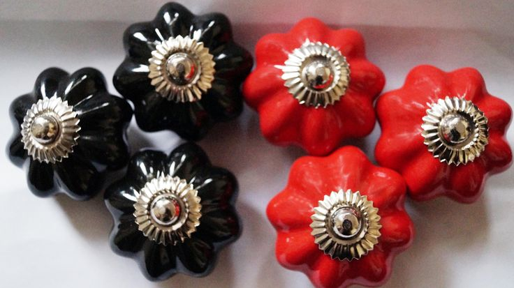 Beautiful Black & Red Plain Melon ceramic knob.
