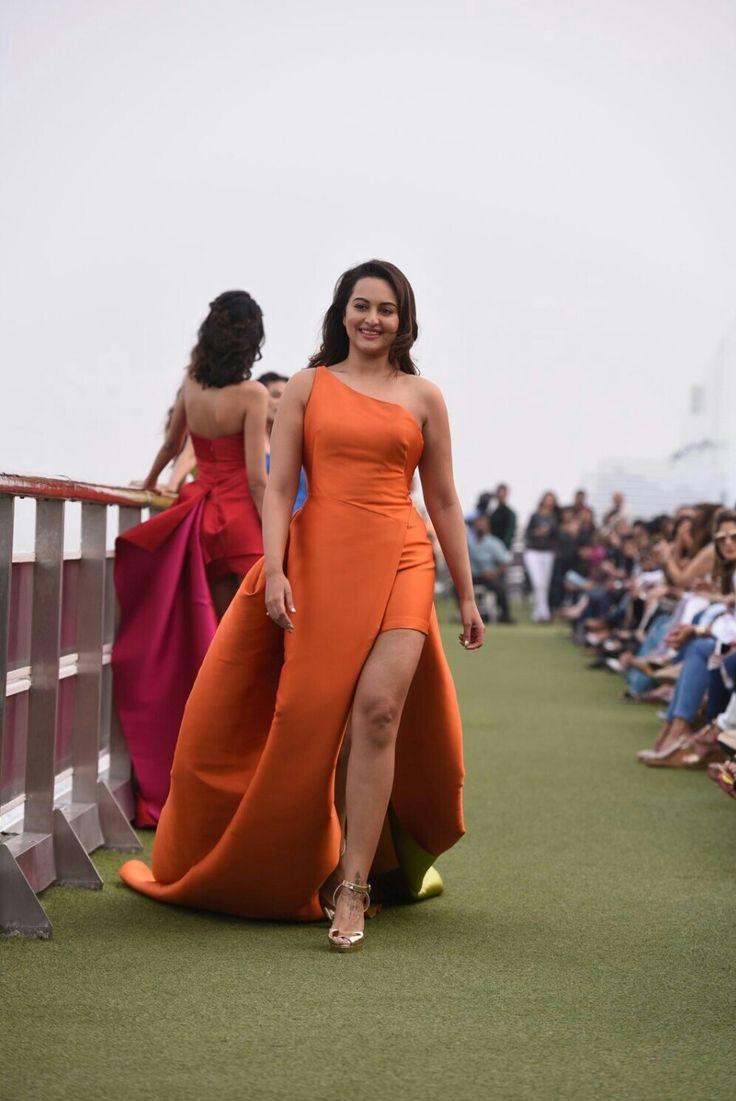 #sonakshi #sonakshisinha  #hot #sexy#bollywood #hot #sexy #cleavage #body #bikini #curvy #indiangirl #girl #bolly #bollywoodactress #bollywood #hindi #india #actress #magazine #photoshoot #photography #teen #fhm #boobs #vogue #maxim #playboy #filmfare #cosmopolitan #femina #gq #topless #legs #squad #beach #verve