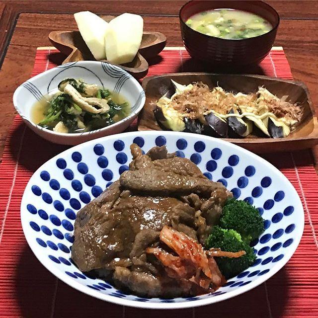 焼肉丼🍀京あげ春菊煮浸し🍀りんご🍀 ナスおかかマヨ🍀なめこ白ネギみそ汁🍀 コストコのお肉🍴焼肉丼に、あとは冷凍やっぱり量が多い💦ナスおかかマヨ、マネして作りましたぁ😋美味しかったです。 #japanesefood #food #dinner #w7foods #cooking #晩ご飯#夜ご飯#夕飯記録 #今日の夕飯 #おかず#クッキングラム #デリスタグラマー #おうちごはん #いえごはん #暮らし#手作り#料理#野菜たっぷり #肉#焼肉丼#みんな元気 #今日も感謝 #