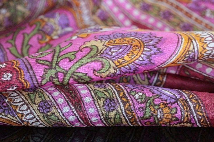 Un foulard aux couleur lumineuses et chics qui apporter un brins de peps, de fraîcheur et de
