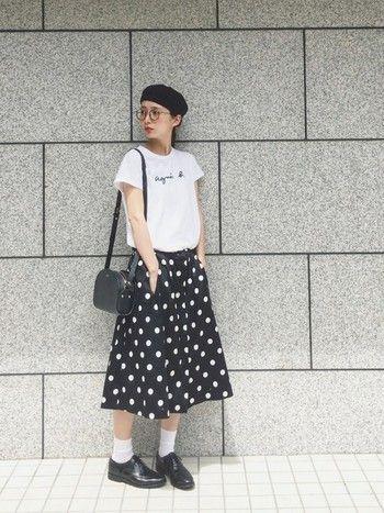 水玉のスカートやベレー帽の装いはまるでパリジェンヌのようです。モノトーンで作るフレンチロリータのようなキュートなスタイル。