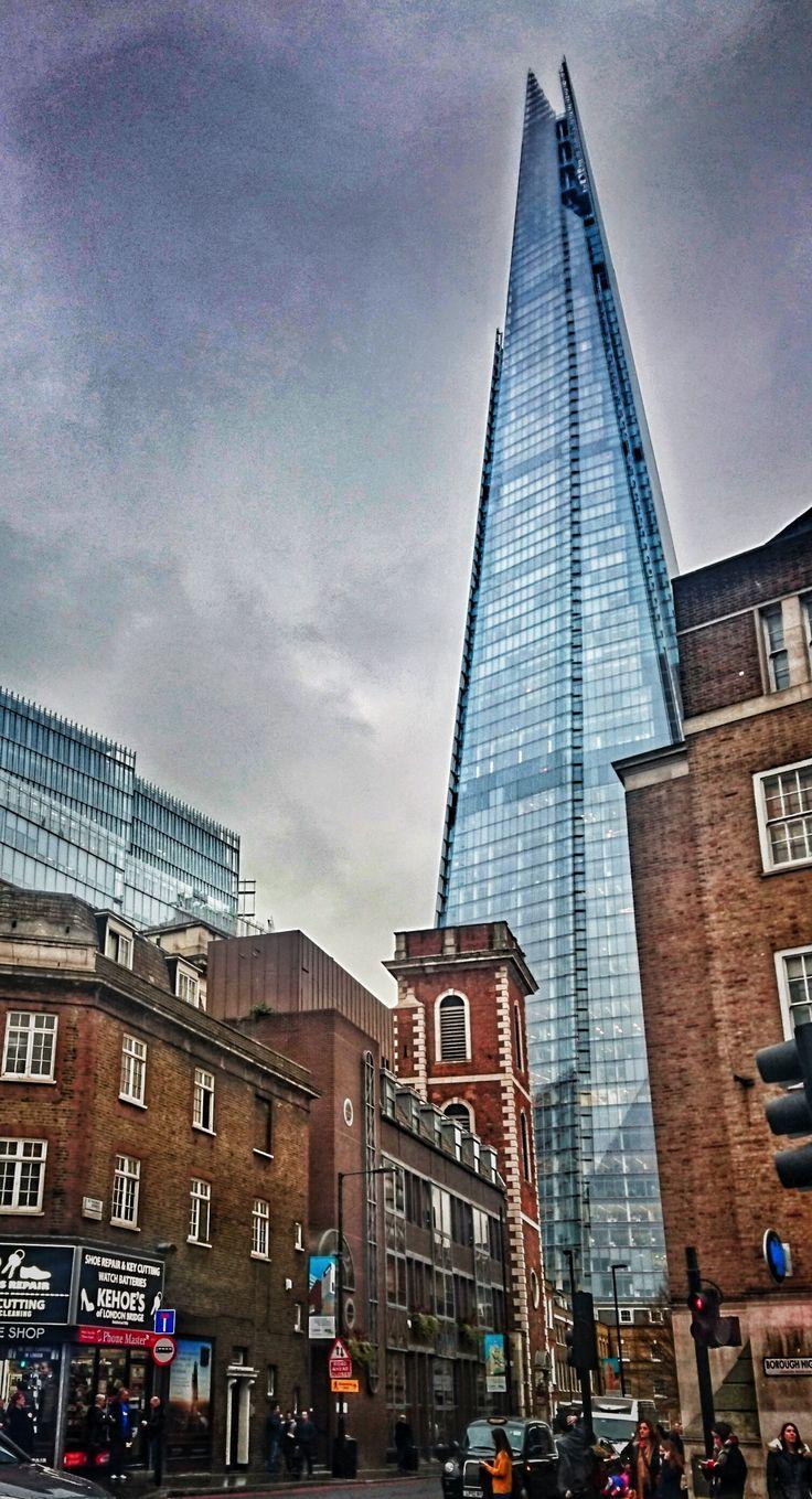 Culture Clash. Foto by Jan Graber. #architecture #shard #london #color #photography #graber