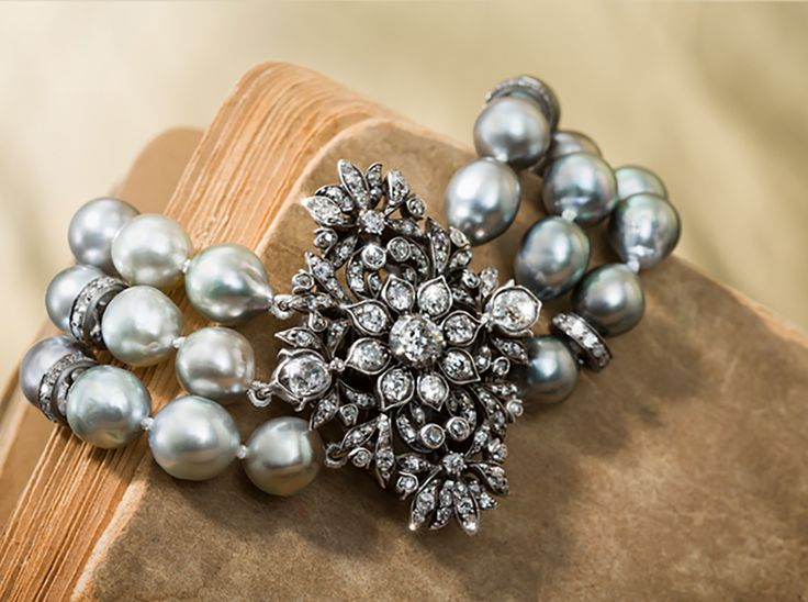 Pearl Bracelet with Antique Clasp