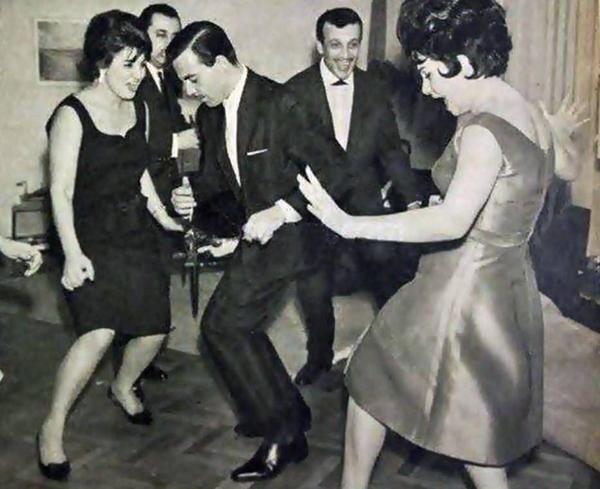 Sezer Sezin, Ayhan Işık, Sadri Alışık, Belgin Doruk (1962) #nostalji #siyahbeyaz #istanlook