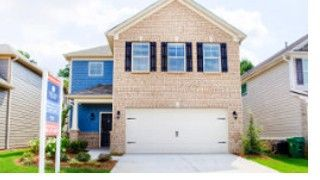 Oakleaf at Stonecrest by Hatteras Communities: Oakleaf Ridge Lithonia, GA 30058. The single family homes of Oakleaf at Stonecrest offer you fine detail and a modern feel that is sure to make moving in exciting and inviting. With its classic design features, you'll feel right at home in your new floor plan that includes three to four bedrooms and two and a half baths. The Stonecrest Mall is nearby and Metro-Atlanta is a short drive away on I-20.