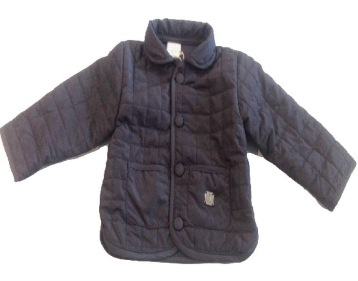 HUSKY COCCODÉ,  Husky da #neonato di #Coccodè in tinta unita di colore blu navy, trapuntato, interno foderato, manica lunga, abbottonatura centrale con bottoni a pressione, 2 tasche frontali, logo in metallo.  #Husky #baby #bambino #bimbo http://www.abbigliamento-bambini.eu/compra/husky-coccode-2464166