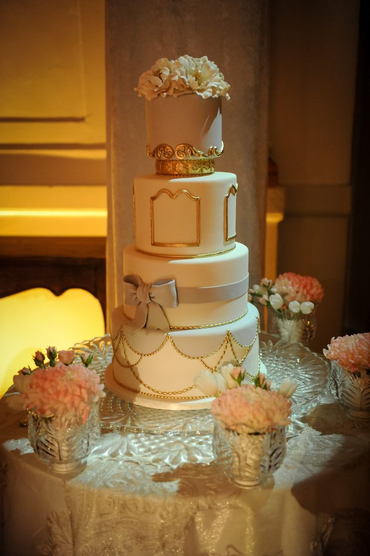 Vieux-chateau inspired cake by Louisa Galuppo || Photography: La Vie Image