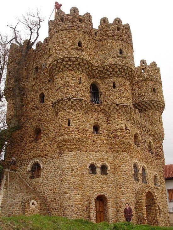 Castillo las Cuevas, Cebolleros, Burgos, España.