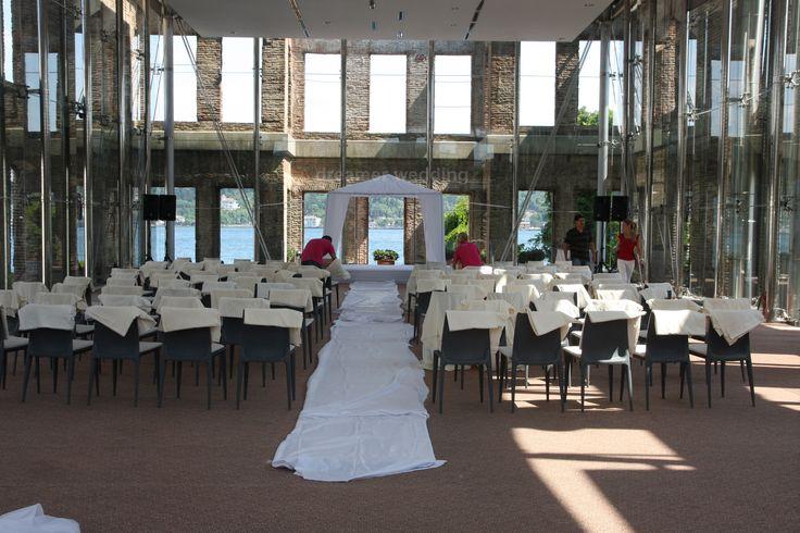 decor preparations on the wedding day