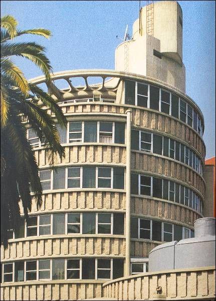 Policlínico Cíes  | Xosé Bar Bóo | Vigo (1967) | Fonte: archxx-sudoe.es