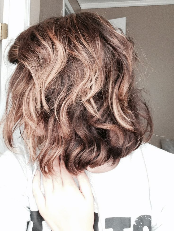 Bubble wand curls on short hair. Loving the bubble wand-- only takes 5 minutes!  Just curl the top layers with the wand and you're set with beautiful beach waves.